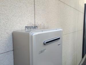 給湯器設置(金物で固定)